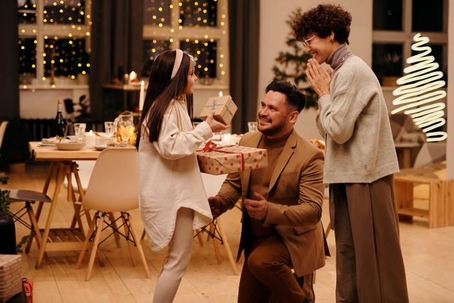 5 Zodiak Cowok Ini Sayang Banget sama Keluarga, Tipikal Suami Idaman (209939)