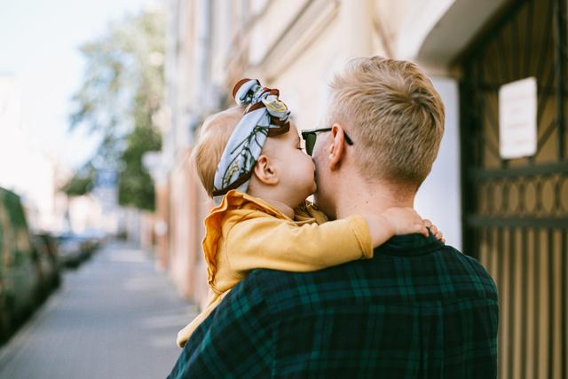 5 Zodiak Cowok Ini Sayang Banget sama Keluarga, Tipikal Suami Idaman (209942)