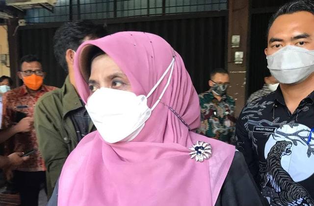 Wali Kota Tanjungpinang Rahma dan Suami Klarifikasi Soal Foto Berduaan di Kamar (275366)