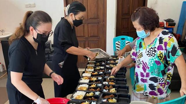 Cerita Anggota DPR Vanda Sarundajang Bagikan Makanan untuk Warga yang Isoman (409820)