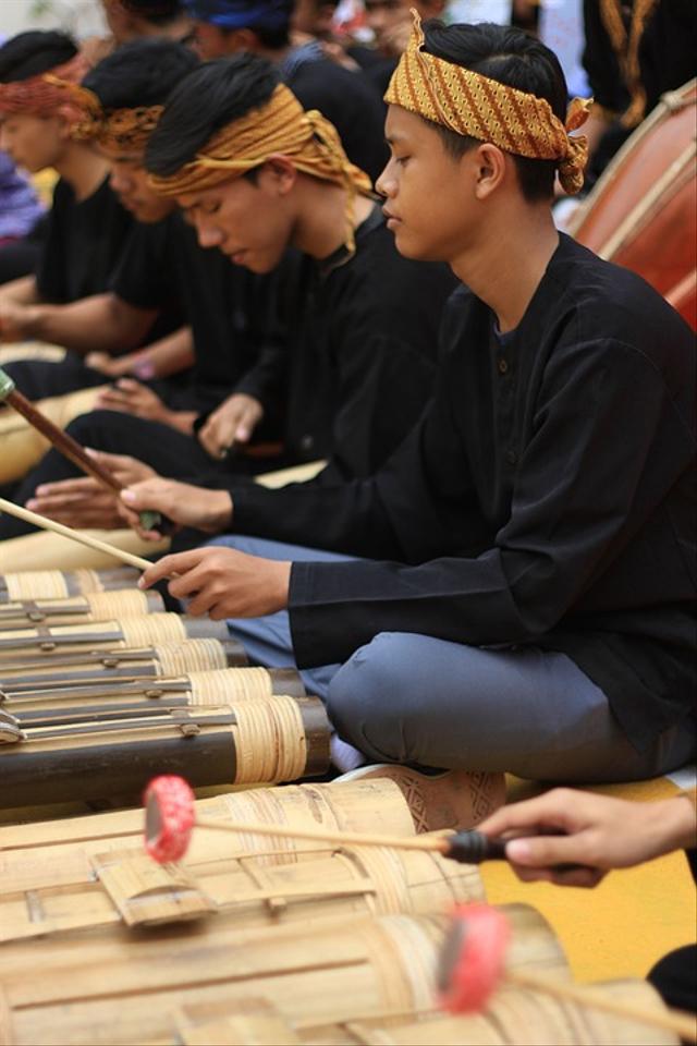 Jenis-jenis Alat Musik Tradisional Jawa Barat Serta Cara Memainkannya (997382)