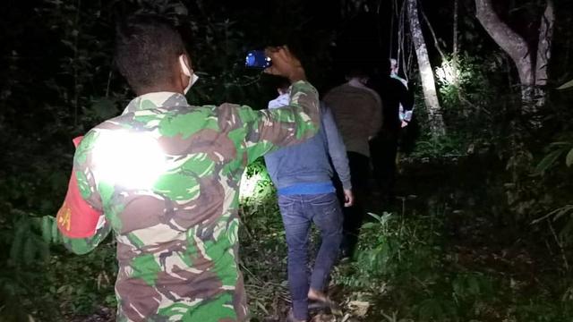 TNI di Pidie Pantau Api Lewat Aplikasi Hotspot, Temukan Kebakaran Lahan 3 Hektar (159037)
