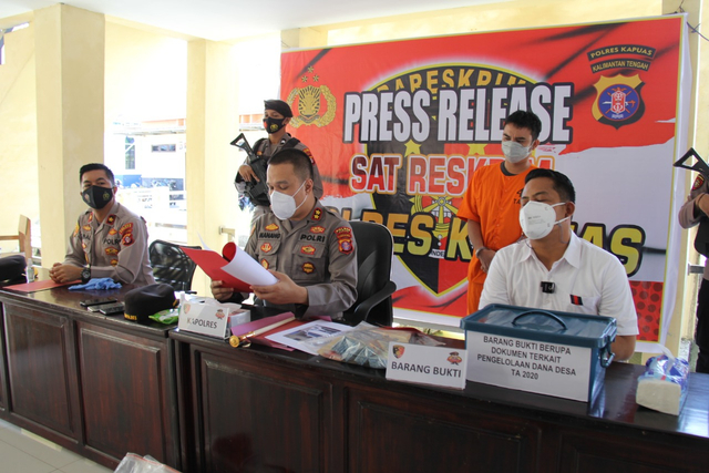 Korupsi BLT bagi Warga Terdampak Corona, Kades di Kapuas Ditangkap Polisi (918215)