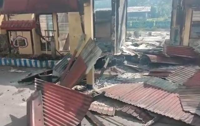 Senjata Api dan Motor Ikut Dibakar Saat Amuk Massa di Polsek Nimboran Jayapura (783266)