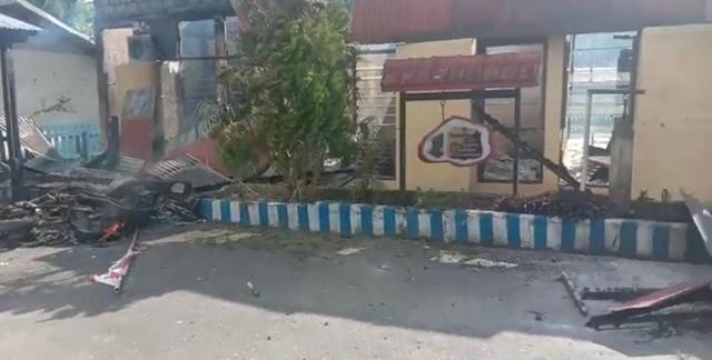 Senjata Api dan Motor Ikut Dibakar Saat Amuk Massa di Polsek Nimboran Jayapura (783268)
