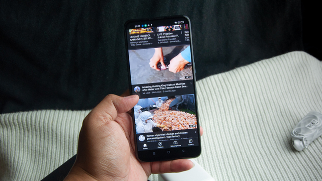 Review Oppo Reno 6: HP Rp 5 Jutaan Desain Cantik, Kamera Ciamik (60122)