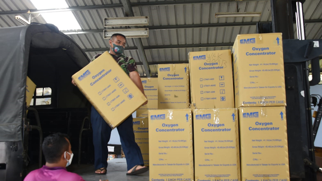 TNI Kirim 50 Konsentrator Oksigen   hingga 20 Ribu Alat Tes Antigen ke Papua (139412)