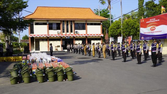 Polres Bojonegoro Distribusikan Bantuan 100 Paket Peralatan Penanganan COVID-19 (141938)