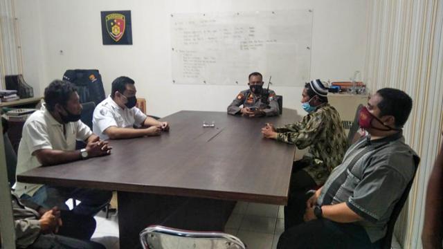 Tampang Pria Pemberi Wafer Isi Silet ke Anak di Jember saat Diperiksa Polisi (25989)