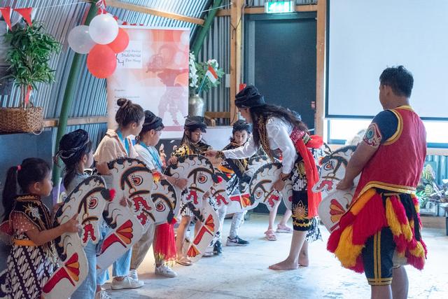Antusiasme Anak Diaspora Indonesia di Belanda Ikut Workshop De Cultuurtuin (140158)