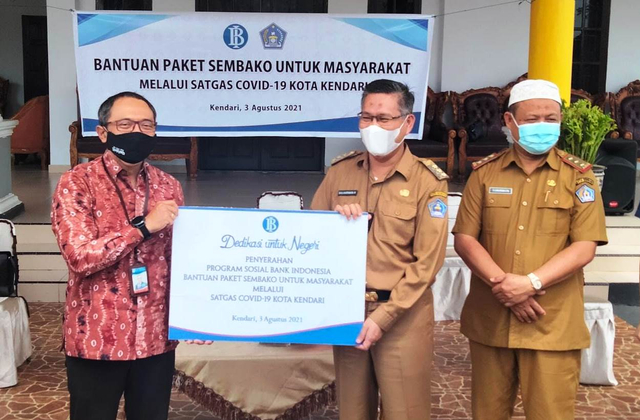 Bank Indonesia Sultra Salurkan 250 Paket Sembako Bagi Warga Terdampak COVID-19 (63202)