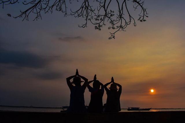 Menikmati Indahnya Senja di Pantai Tanjung Pendam Belitung (219348)