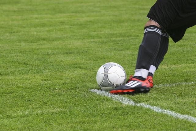 Cara Menendang Bola dalam Permainan Sepak Bola (159181)