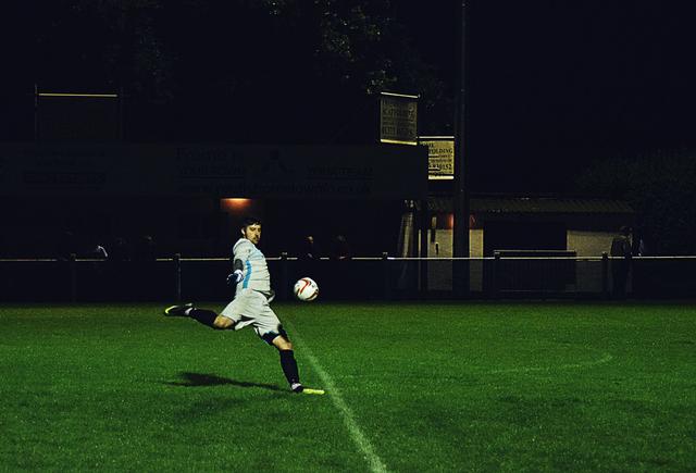 Cara Menendang Bola dalam Permainan Sepak Bola (159182)