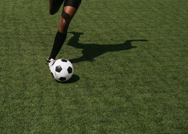 Gerakan Menendang Bola secara Terputus-Putus dalam Sepak Bola (317515)