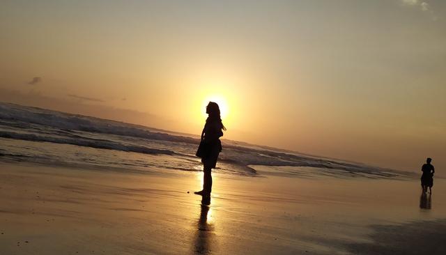 Menikmati Indahnya Senja di Pantai Tanjung Pendam Belitung (219349)