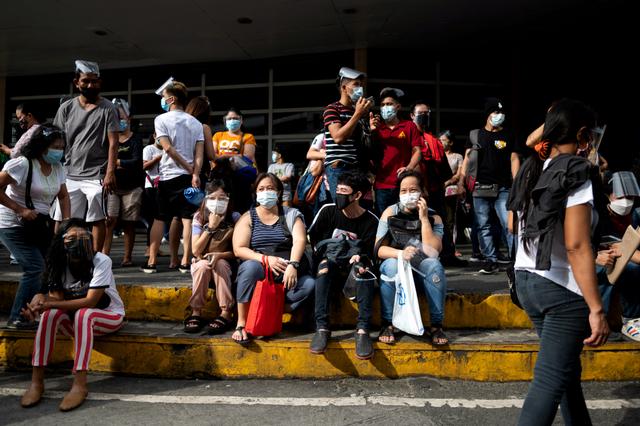 Jelang Lockdown di Manila, Warga Filipina Serbu Tempat Vaksinasi (171774)