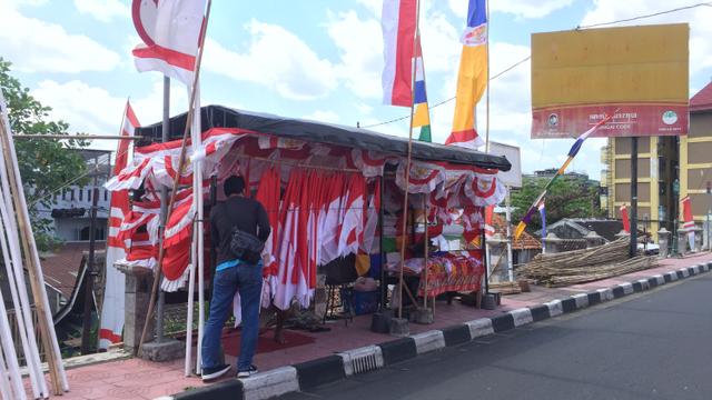 Nestapa Penjual Bendera di DIY di Bulan Kemerdekaan: Sepi Pembeli (10558)