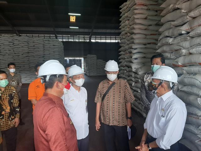 Menko PMK: Bantuan Beras ke Masyarakat Harus Layak Konsumsi (88310)