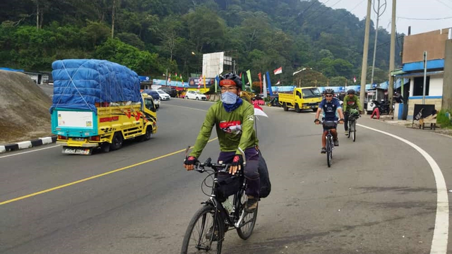 Foto: Sambut HUT ke-76 RI, Jurnalis Kayuh Indonesia Gowes Depok-Yogyakarta (35742)