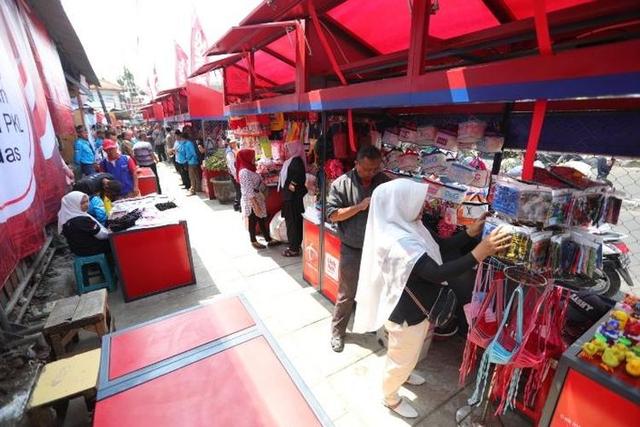 Studi Formulasi Kebijakan Publik Terhadap Pedagang Kaki Lima di Kota Bandung (78245)