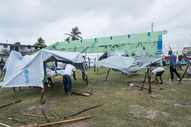 Foto: Tenda Pengungsian Korban Gempa Haiti Rusak Diterpa Badai (21102)