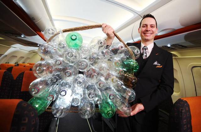 Keren! Seragam Baru Pilot dan Awak Kabin easyJet Terbuat Dari Botol Plastik  (89665)