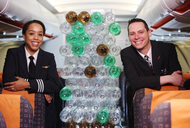 Keren! Seragam Baru Pilot dan Awak Kabin easyJet Terbuat Dari Botol Plastik  (89666)
