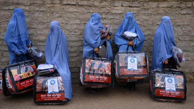 Survei: Mayoritas Warga Afghanistan Nilai Perempuan Pantas Kenakan Burqa (51695)