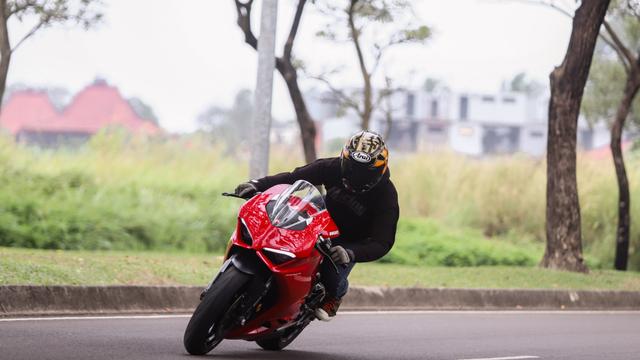 kumparan Test Ride: Sensasi  Tunggangi Ducati Panigale Termurah di Indonesia (50756)