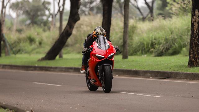 kumparan Test Ride: Sensasi  Tunggangi Ducati Panigale Termurah di Indonesia (50760)