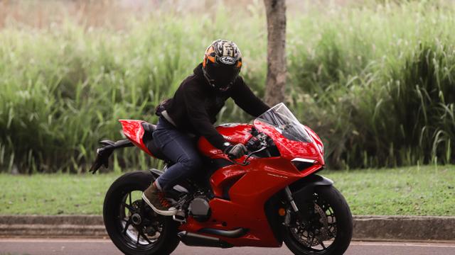 kumparan Test Ride: Sensasi  Tunggangi Ducati Panigale Termurah di Indonesia (50753)