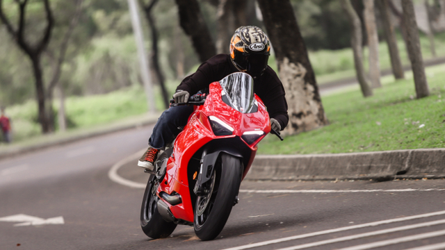 kumparan Test Ride: Sensasi  Tunggangi Ducati Panigale Termurah di Indonesia (50750)