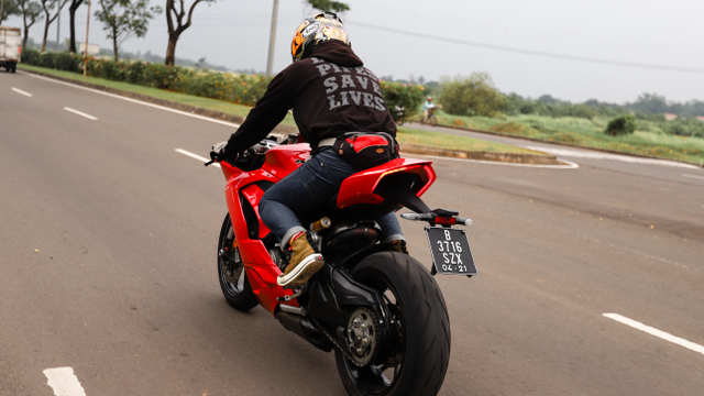 kumparan Test Ride: Sensasi  Tunggangi Ducati Panigale Termurah di Indonesia (50759)