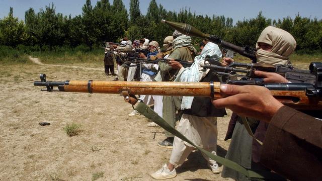 Di Afghanistan Peluru Seharga Roti dan Senjata Dijual Seperti Mainan (96852)