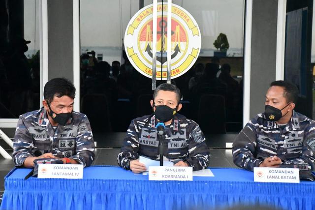 Kapal Tanker Diduga Pencuri Minyak Ditangkap TNI AL di Perairan Anambas (13928)
