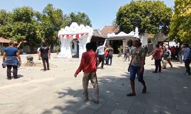 Ricuh di Keraton Kasepuhan Cirebon, Rahardjo Tantang Luqman Tempuh Jalur Hukum (57829)