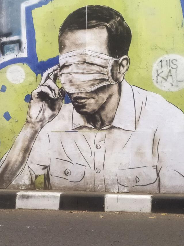 Mural Wajah Mirip Jokowi Tertutup Masker Hiasi Flyover Pasupati Bandung (85153)