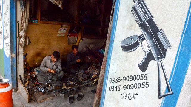 Kisah Kampung Senjata di Perbatasan Afghanistan dan Pakistan (55346)