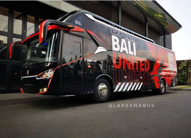 Foto: Deretan Bus Klub Sepak Bola Liga 1 2021, Mana yang Paling Keren? (264251)