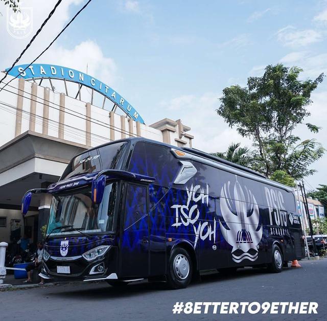 Foto: Deretan Bus Klub Sepak Bola Liga 1 2021, Mana yang Paling Keren? (264257)