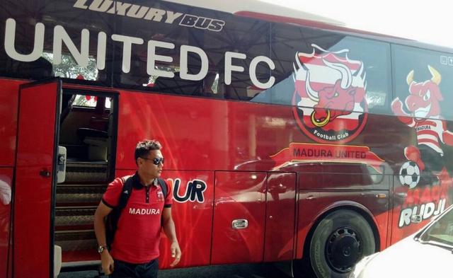 Foto: Deretan Bus Klub Sepak Bola Liga 1 2021, Mana yang Paling Keren? (264260)