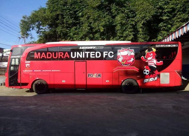 Foto: Deretan Bus Klub Sepak Bola Liga 1 2021, Mana yang Paling Keren? (264259)