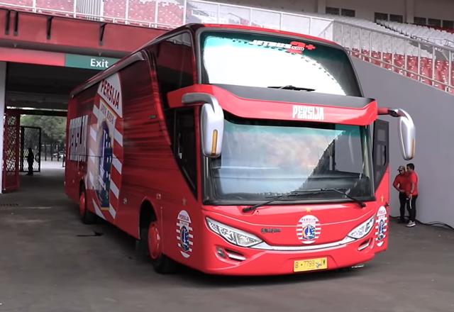 Foto: Deretan Bus Klub Sepak Bola Liga 1 2021, Mana yang Paling Keren? (264263)