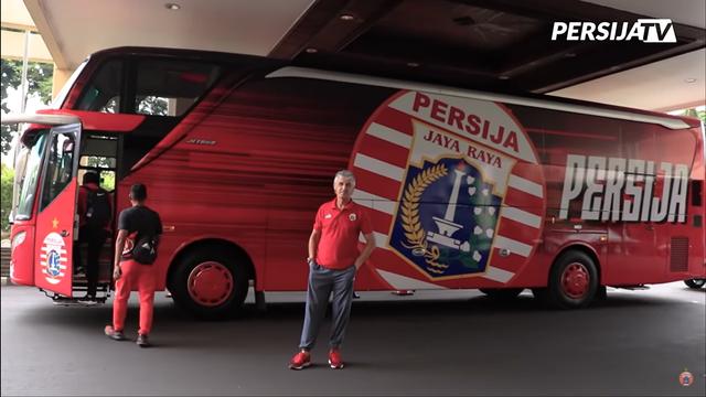 Foto: Deretan Bus Klub Sepak Bola Liga 1 2021, Mana yang Paling Keren? (264265)