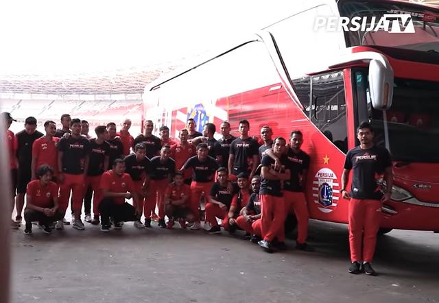 Foto: Deretan Bus Klub Sepak Bola Liga 1 2021, Mana yang Paling Keren? (264264)