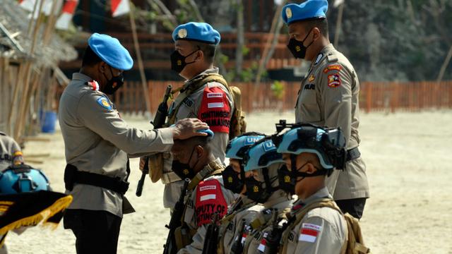 Foto: Melihat Polisi di Pasukan FPU Minusca Jalani Tradisi Pembaretan di Lampung (360574)