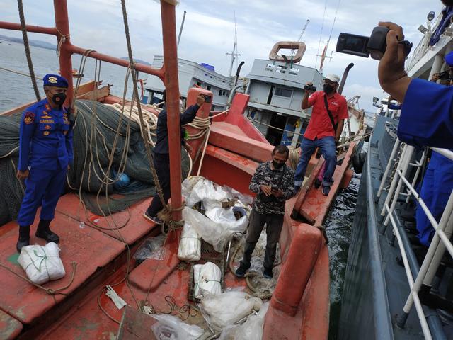 Polri Tangkap 4 Kapal Vietnam Pencuri Ikan di Laut Natuna (10178)