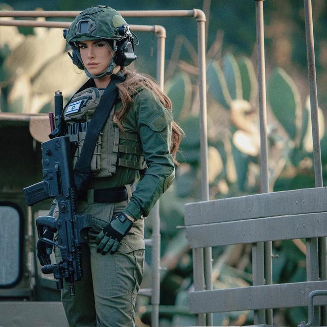 Pesona Orin Julie, Mantan Tentara Tempur Israel yang Dijuluki Ratu Senjata (27945)