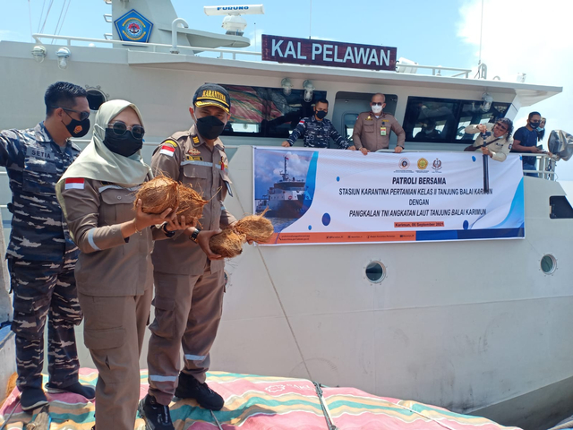 TNI AL dan Karantina Pertanian Karimun Temukan 17 Ton Beras Tanpa Dokumen (94247)
